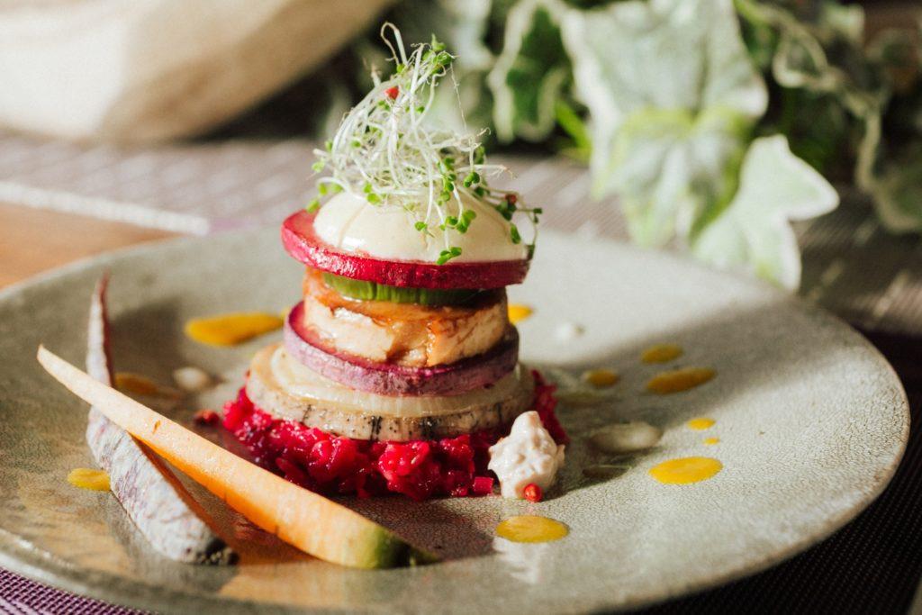 ハレノヒ食堂 メイン 車麸と野菜のミルフィーユ