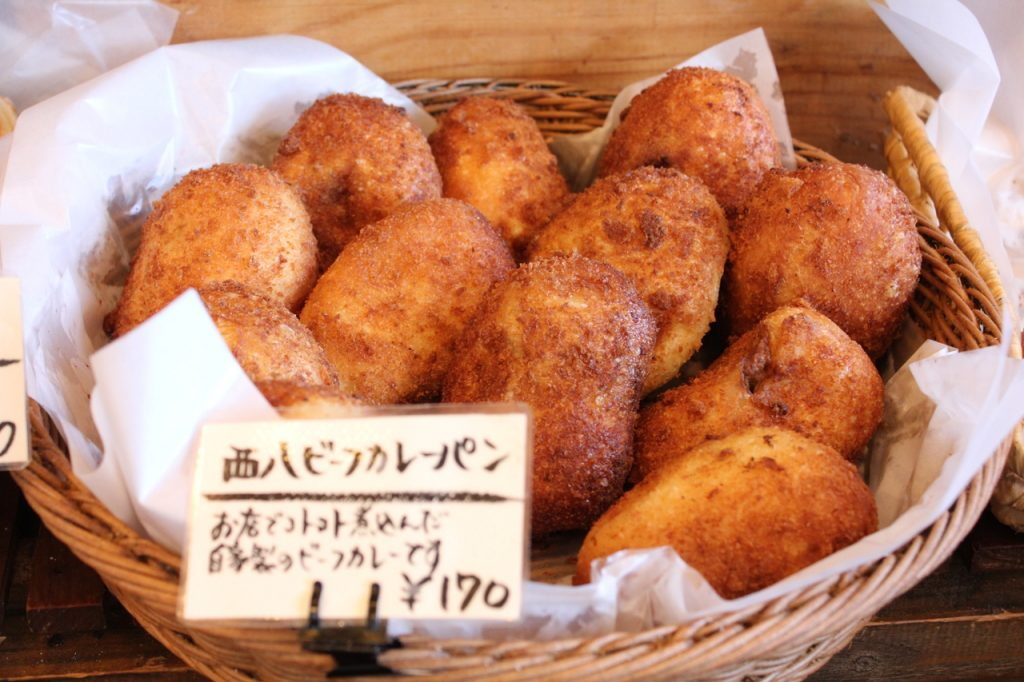 西八王子のパン屋DueTre 西八ビーフカレーパン