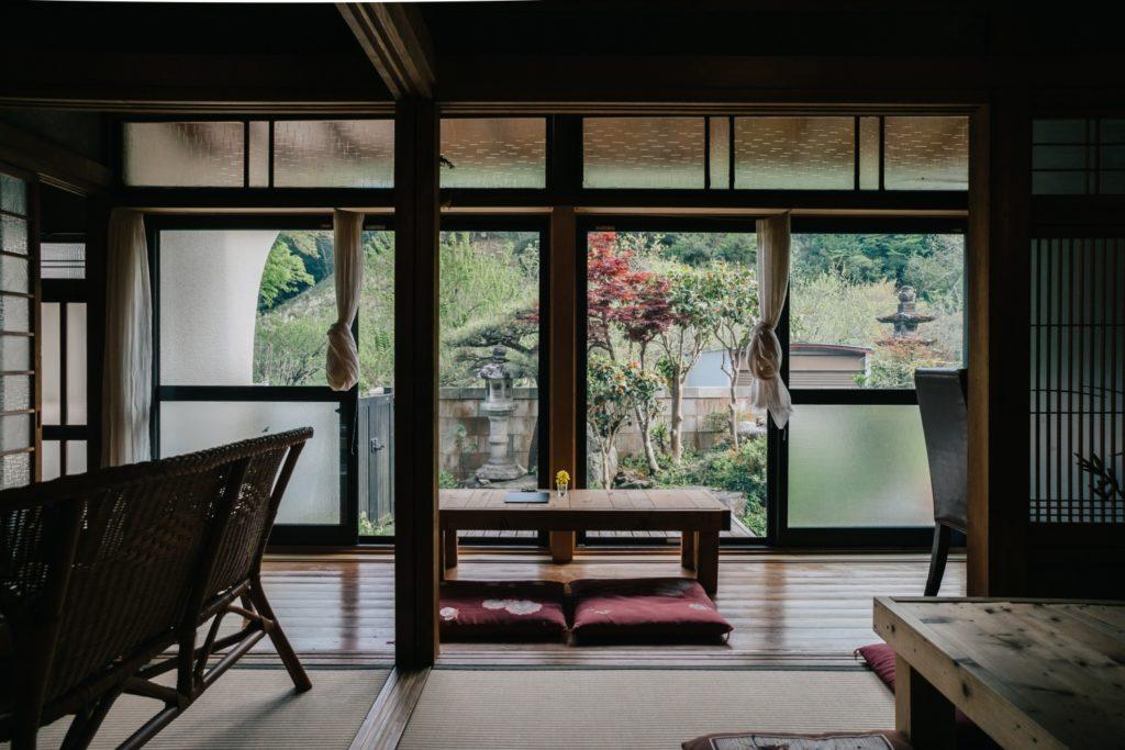 高尾食堂あめとつち 縁側からの風景